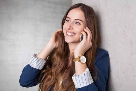 사업가 휴대 전화와 누군가 전화