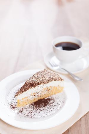 사과 케이크 한 잔과 커피 한잔 스톡 콘텐츠