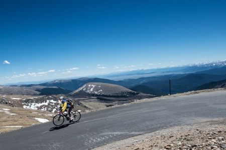 phillip rubino: Cyclist high in the rocky mountains