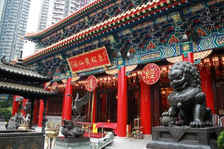 Hong Kong、中国 - 2010 年 12 月 21 日 - 植植ユン ウォン タイ シン寺院 写真素材 - 37952391