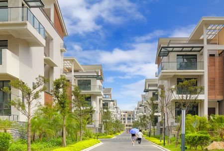 lak�hely: A road and two rows of new terrace houses beside it in the southeast of China,these homes are aimed at the rich buyer and buy to live in
