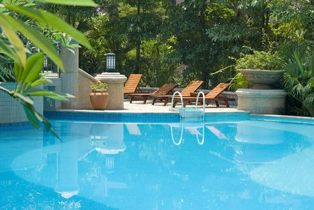 reclining chair: Chaise longue and swimming-pool