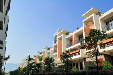 baranda para balcon: Un sendero y dos hileras de casas de nueva terraza junto a él en el sureste de China, estas casas están destinadas a la normal comprador en China