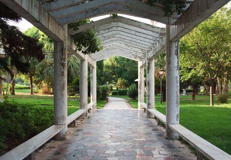 tuinhuis: tuin bekeken vanuit een summerhouse