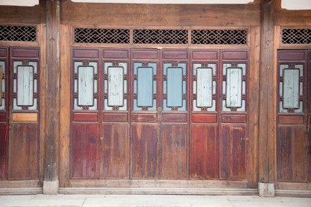 Chinese old wooden door in a ancient building,this style is used in several hundred years ago Stock Photo - 7038230