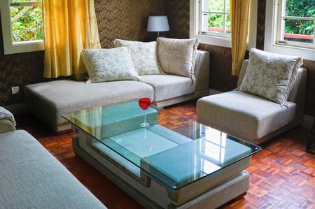 Détail de salon moderne avec table et canapé Banque d'images - 7938746