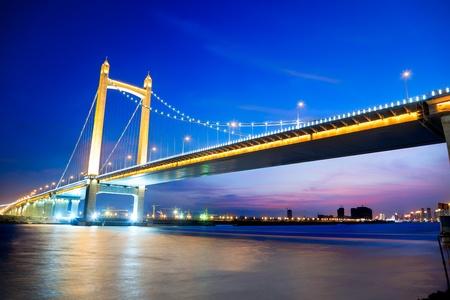 low angle views:  Puente colgante al atardecer, Fujian, China Foto de archivo