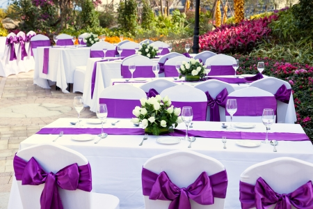 outdoor tables with served plates and wine glasses in the garden Standard-Bild