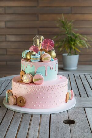 Colorful homemade macarons cake on pyramid in many levels Archivio Fotografico - 127506862