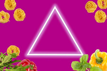 Italian tagliatele pasta with peppers, rocket leaves, basil on magenta background with neon light triangle for copy space . Food minimal concept. flat lay. Archivio Fotografico - 127507157