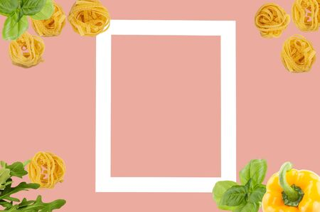 Italian tagliatele pasta with peppers, rocket leaves, basil on pastel pink background, with light square for copy space. Food minimal concept. flat lay. Archivio Fotografico - 127507159