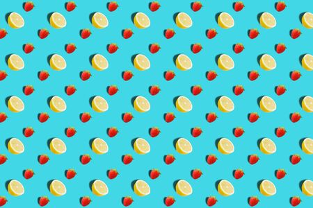 Fruit pattern. Colorful fresh lemon texture slices on brown background. From top view. Archivio Fotografico - 129243782