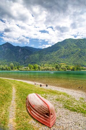 Amazing view landscape on beautiful Lake Idro in Brescia Province, Lombardy, Italy. Scenic small town with traditional houses and clear blue water. Summer vacation for tourists on rich resort in Italy. Archivio Fotografico - 129248473