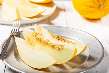 Winter Melon is the specialty, which presents a white, crunchy and fragrant pulp, with a sweet and fresh taste. Rich in fiber and water, purifying and helps eliminate toxins.