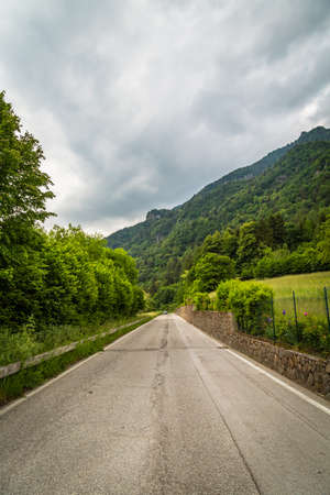 Road in middle of the mountains in summer Archivio Fotografico