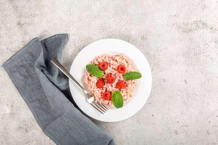 Fresh raspberries risotto a delicate and elegant dish Archivio Fotografico