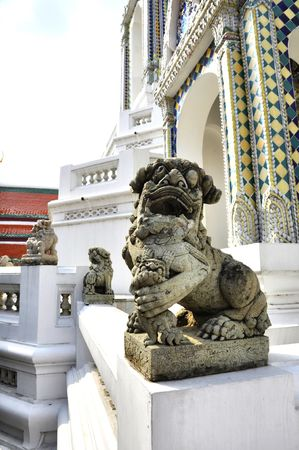 objectivity: Single Stone China Lion Antique