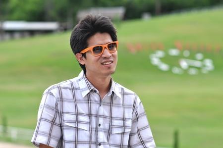 giggle: Asia Thailand Man Orange Sunglasses Smile Giggle