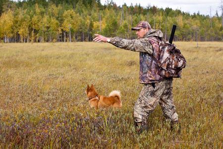La chasse avec chien sur le marais Banque d'images - 34843534