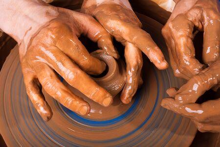 alfarero: Potter entrena para trabajar en torno de cer�mica