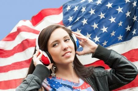 drapeau anglais: Apprendre la langue - l'anglais américain fille souriante