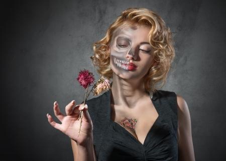 ハロウィーンの衣装 - 死んでいる女優の肖像画