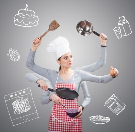 忙しい主婦概念多くの手と灰色の背景に描かれた食材を使用
