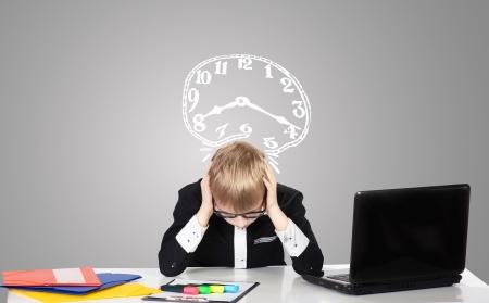 ラップトップと描かれた時計悲しい少年のポートレート 写真素材