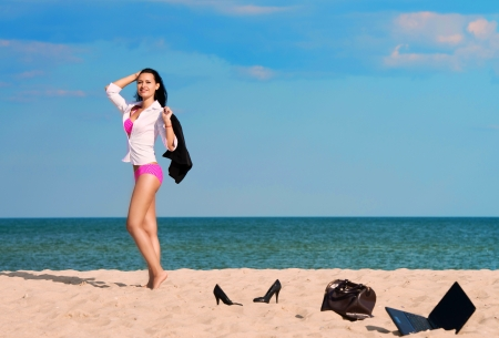 to undress: Out of office � vacation at sea