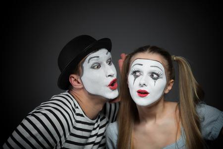 mimo: Hombre secreto para compartir con mimo mimo de la mujer sorprendida