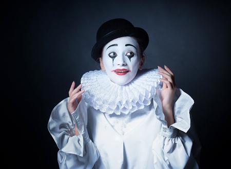 mimo: Sonre�r Pierrot mime