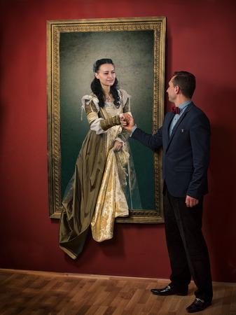 絵画からの脱出 - 中世の女性の生きている肖像画 写真素材