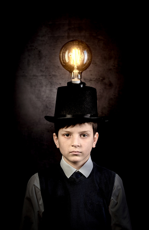 Excellent idea, kid with edison bulb above his head 写真素材 - 121468174
