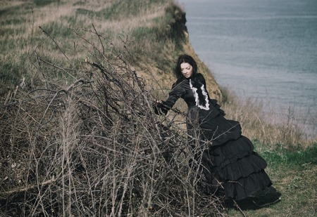 Outdoors portrait of a victorian lady in black 写真素材 - 121468259