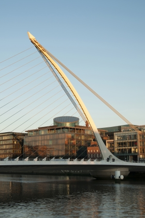 joins: Samuel Beckett Bridge  Irish  Droichead Samuel Beckett  is a cable-stayed bridge in Dublin that joins Sir John Rogerson