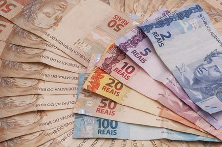 Ein paar Rechnungen der brasilianischen Währung (real) Standard-Bild - 28507282