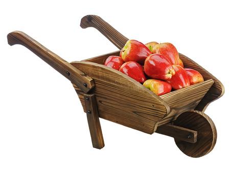 carretilla de mano: Manzanas rojas en carretilla de madera aislada sobre fondo blanco. Primer plano.