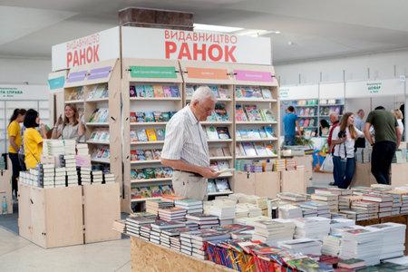 LVIV, UKRAINE - SEPTEMBER 19, 2018: Book sellers and shoppers among book stalls at the 25th Lviv International Book Fair Standard-Bild - 112106879