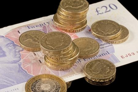 スターリング: 黒い背景に対して英国の通貨