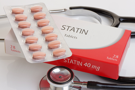 A generic pack of statins with a stethoscope.  A controversial anti cholesterol medication.All logos removed. Stockfoto