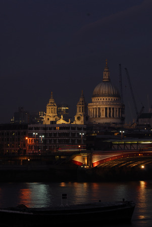 View across the River Thames at night Reklamní fotografie - 86578924