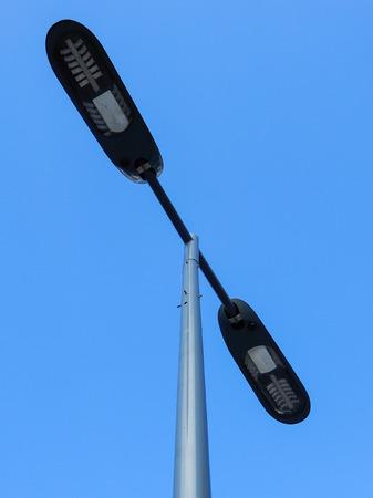 Lampadaire moderne avec deux têtes Banque d'images - 86673914