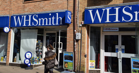 Hove, United Kingdom - March 27 2018:   WH Smith frontage in George Street 에디토리얼
