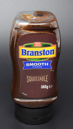 Reading, United Kingdom - March 26 2018:   Pack Shot of a squeezy bottle of Branston Smooth pickle Publikacyjne