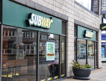 Brighton, United Kingdom - March 28 2018:   The frontage to Subway takeaway and Restaurant at Brighton Marina Publikacyjne