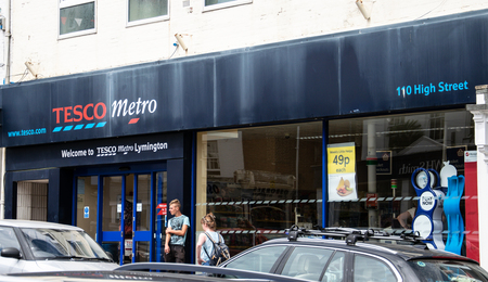 Lymington, United Kingdom - July 22 2018:   The front of Tesco Metro shop in the High Street Publikacyjne