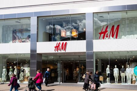 Swindon, United Kingdom - May 04 2019:   The Frontage of H&M Clothes Store on the Parade Редакционное