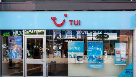 Swindon, United Kingdom - May 04 2019:   The Frontage of TUI Travel agent in The Parade Редакционное