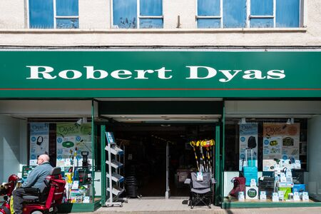 Swindon, United Kingdom - May 04 2019:   The entrance to Robert Dyas Hardware store branch on Regent Street Редакционное