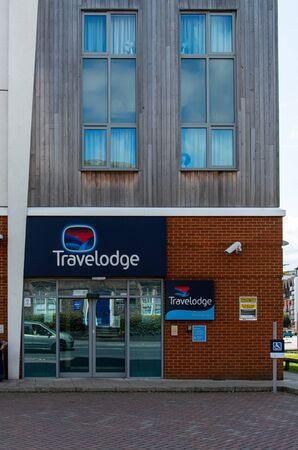 Newbury, United Kingdom - May 27 2019:   The Entrance to the Travelodge hotel on London Road Редакционное